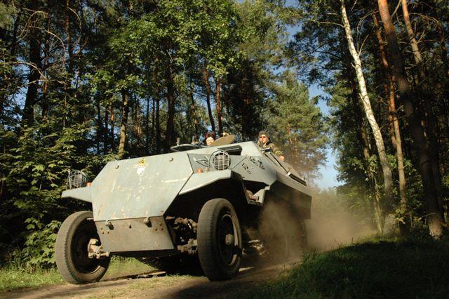 Pojazd wojskowy na imprezie firmowej
