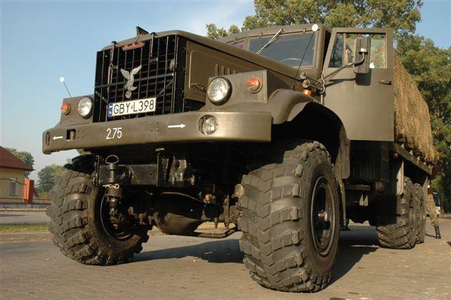 Wojskowa ciężarówka Kraz - militarna impreza integracyjna