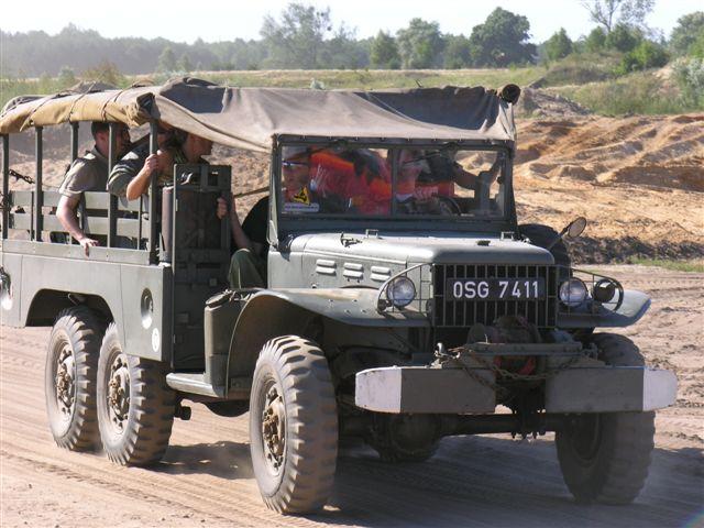 Wojskowy Dodge na militarnej imprezie integracyjnej