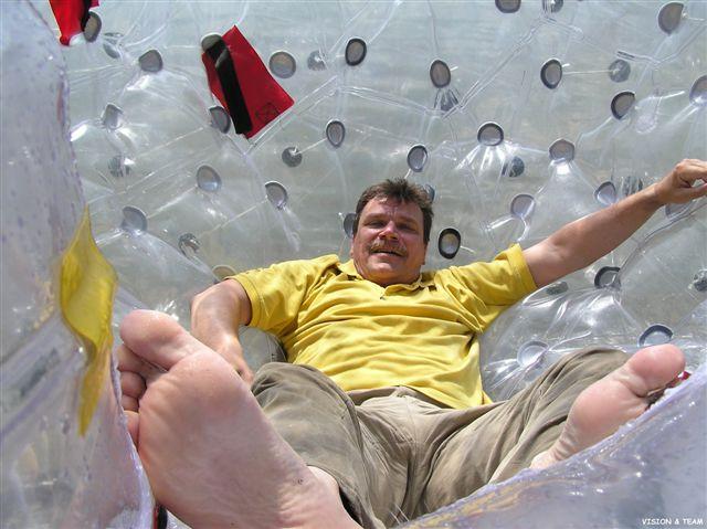 wewnątrz kuli sferycznej - chwila oddechu przed ekstremalną atrakcją w trakcie eventu firmowego